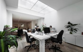 Kantoorruimte Amsterdam Herengracht binnenzijde werkplekken