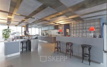 bedrijfsrestaurant catering lunch kantoorgebouw kraanspoor amsterdam huur flexwerkplekken kantoorruimte