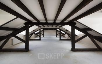 kantoorkamer balken hout plafond zolder
