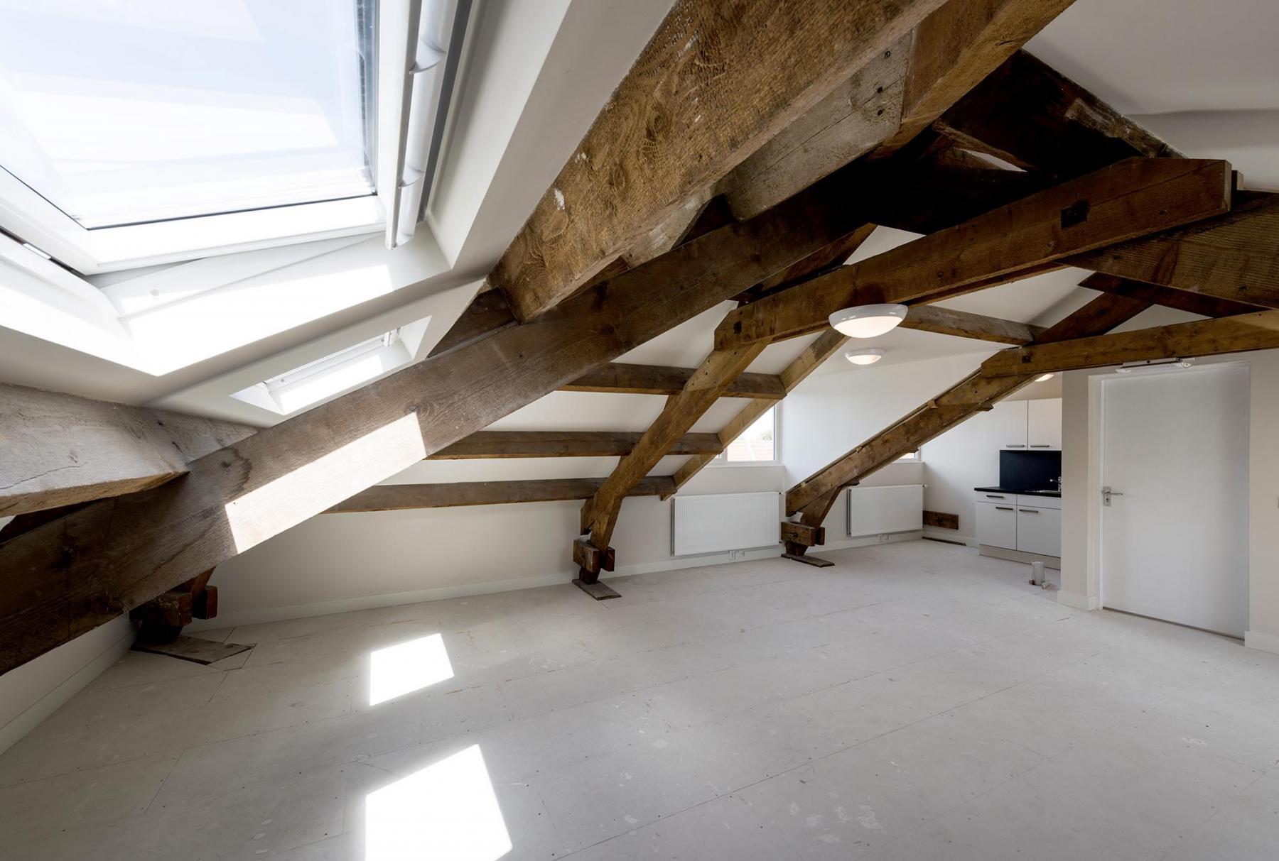 kantoorpand hout balken kantoorruimte