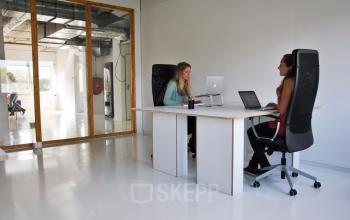 werkplek werken bureau plant kantoorruimte