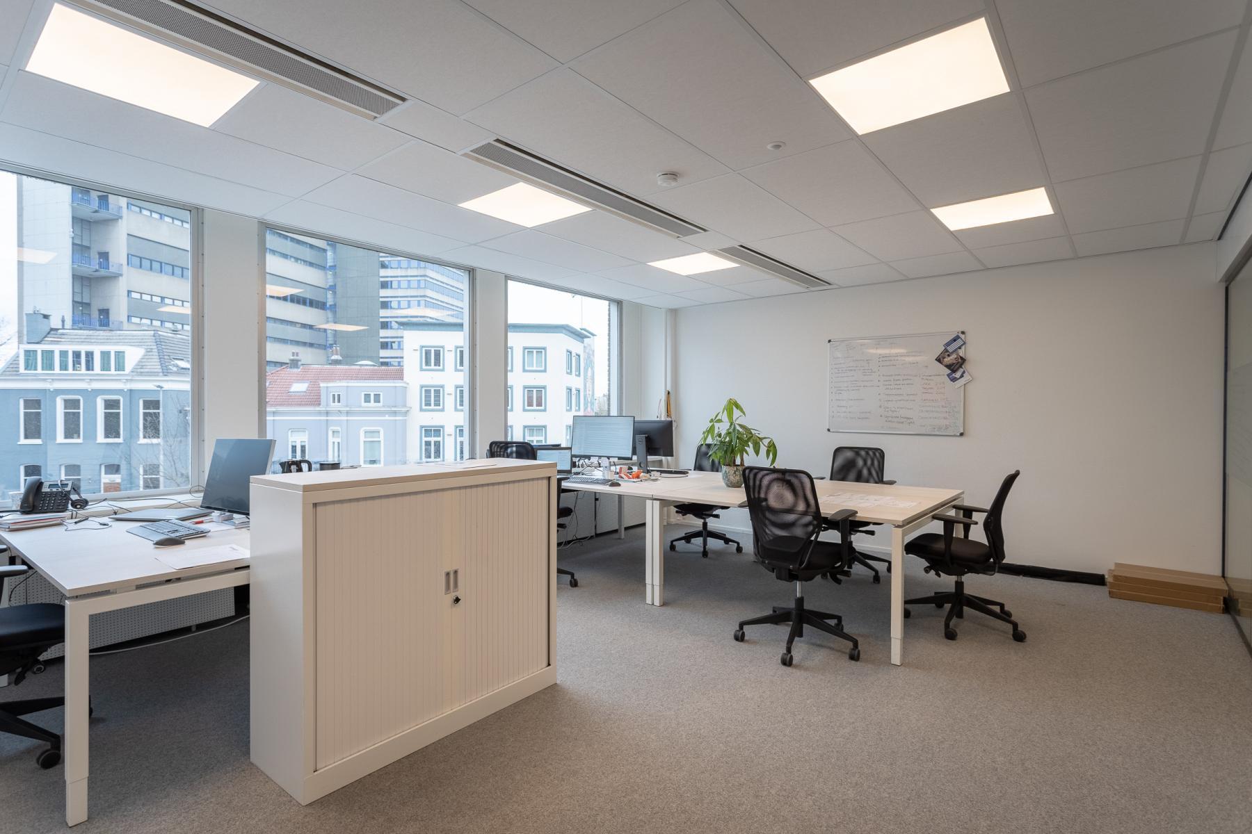 lichte kantoorruimtes meerdere groottes Arnhem jansbuitensingel