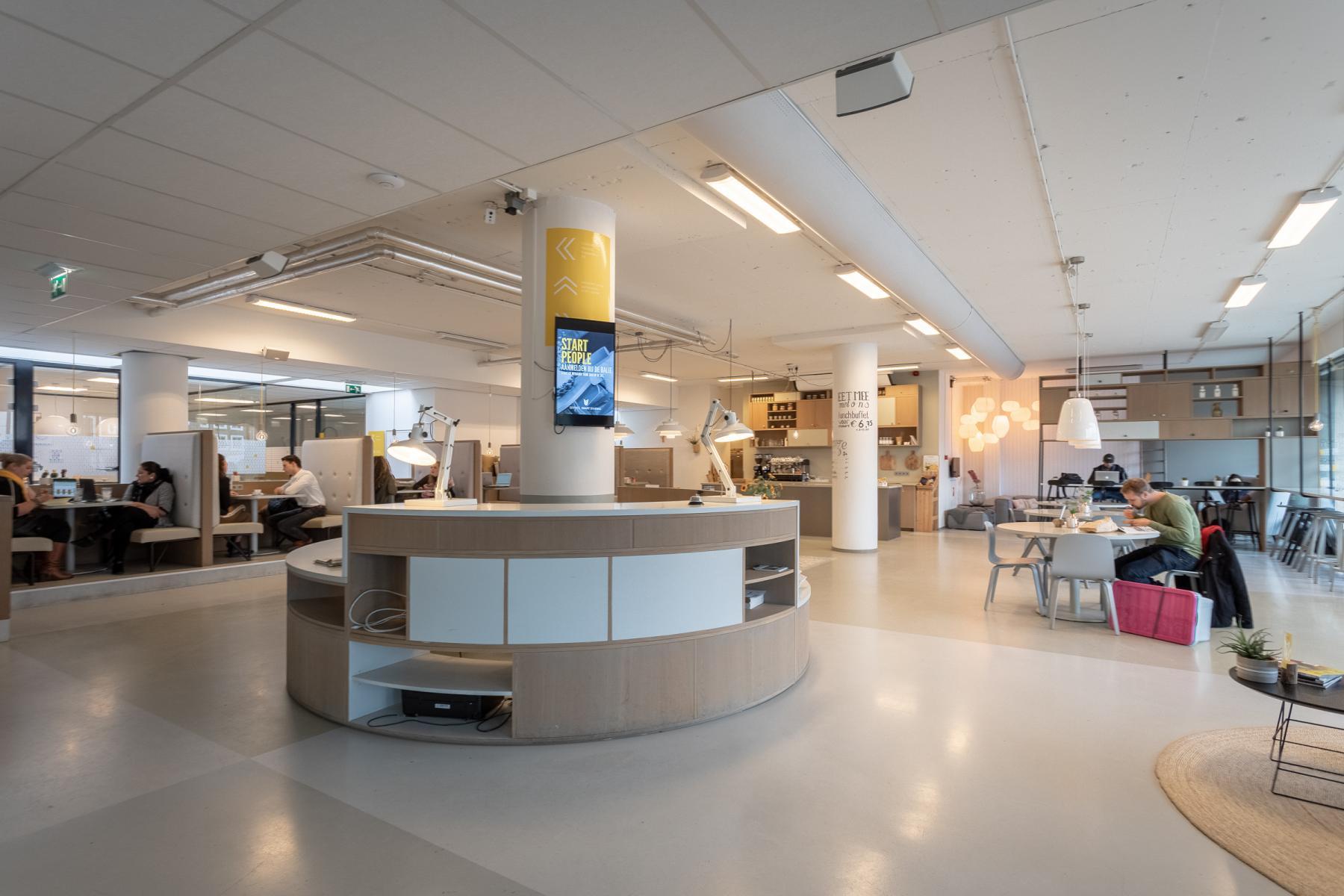 receptie centrale hal Arnhem kantoorruimte jansbuitensingel parkeren mogelijk prive parkeerplaats parkeergarage