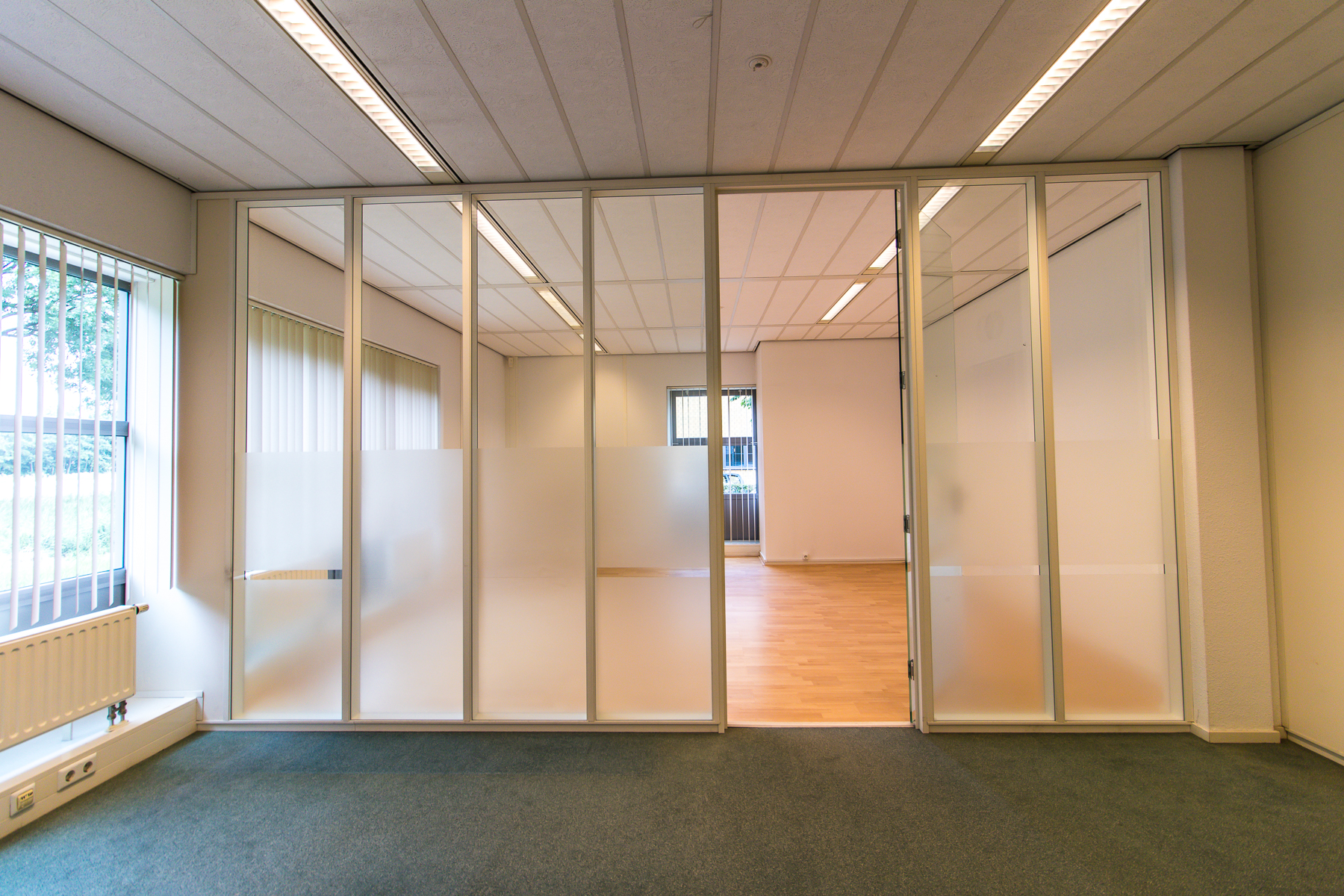 2 contiguous office spaces for rent