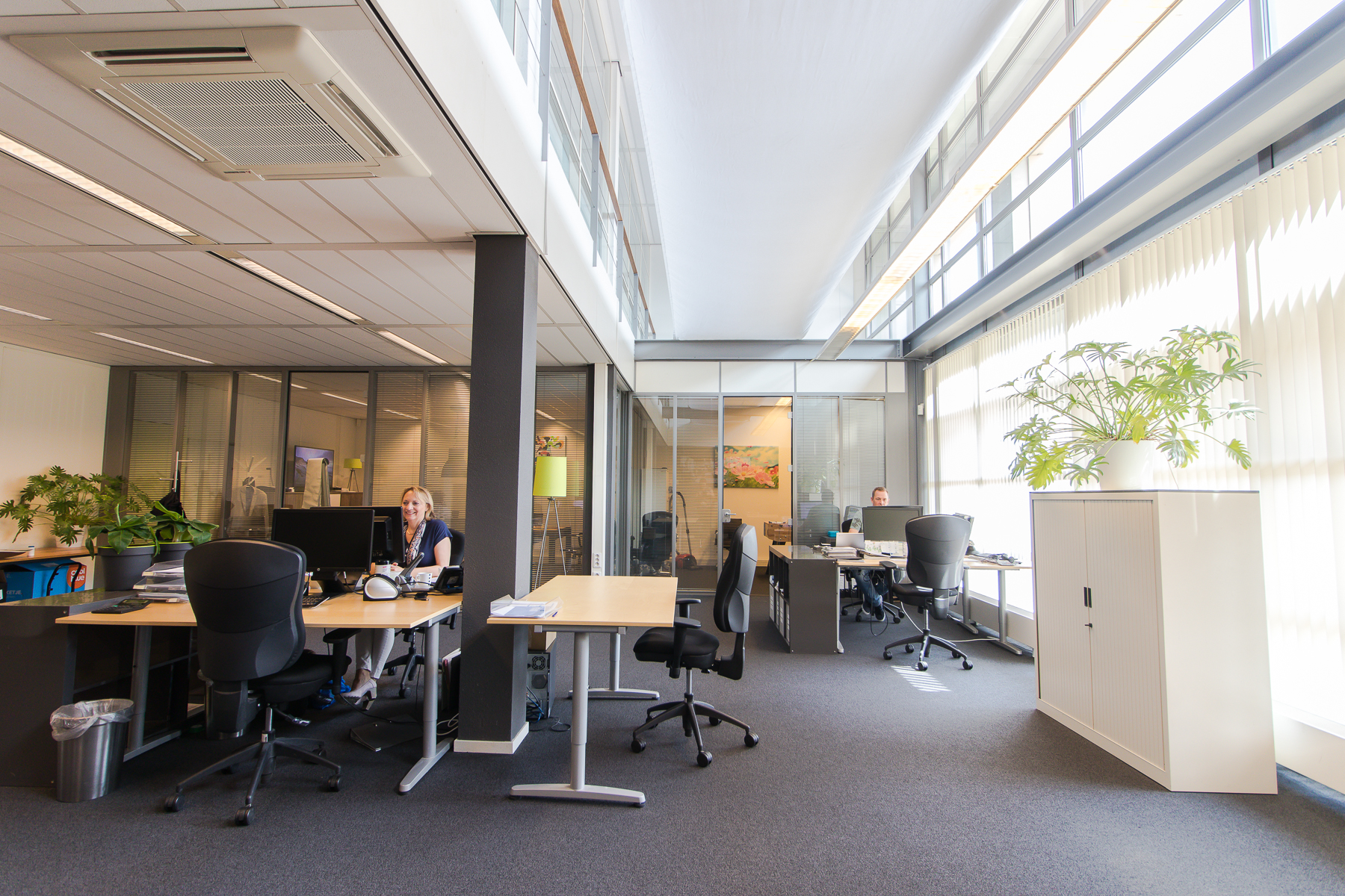There are flexdesks and office spaces for rent in this building