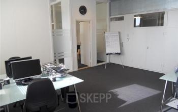 gemeubileerde kantoorkamer met flipover te huur in arnhem aan de tivolilaan