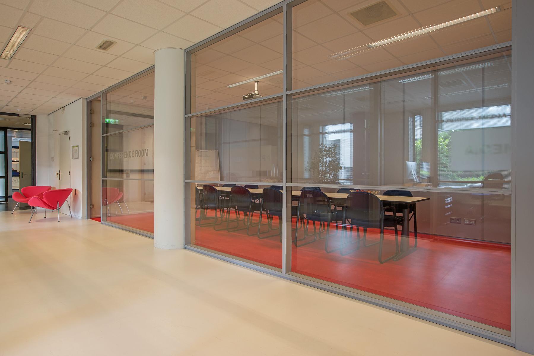 kantoorkamer huren aan amalialaan in baarn met conference room