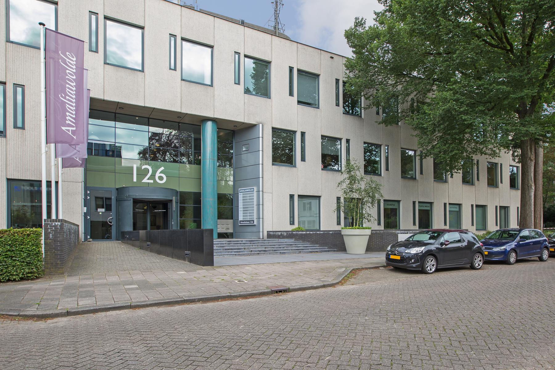 kantoorpand te huur aan amalialaan in baarn met parkeerruimte