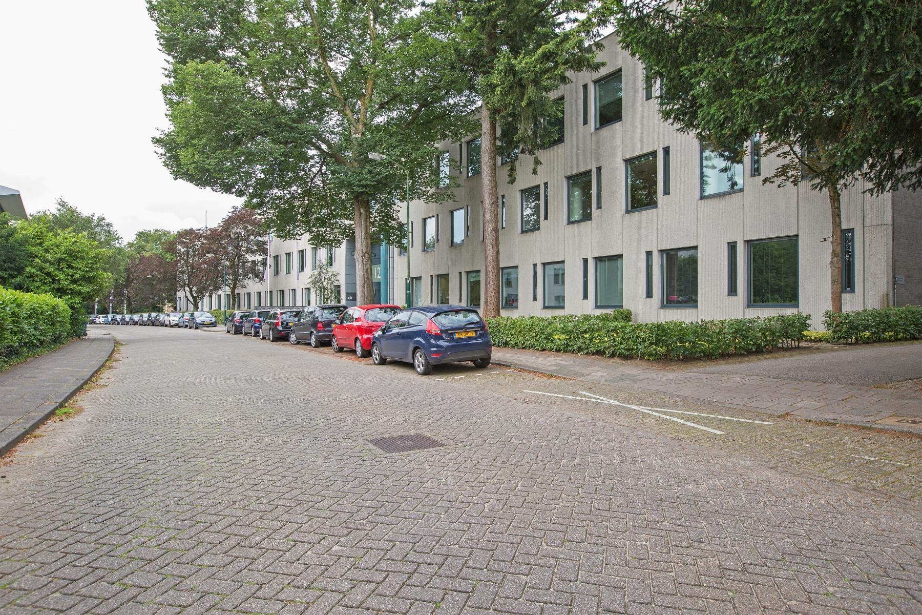kantoorunits te huur aan amalialaan in baarn met parkeerruimte