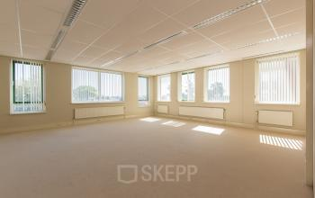 office space for rent in barneveld empty room