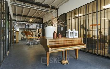 piano shared room cosy wood industrial