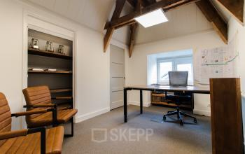 Office spaces in historical office building available