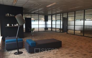 gemeenschappelijke algemene loungeruimte banken capelle aan den ijssel kantoorpand