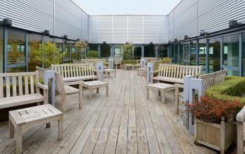 terras kantoorpand capelle aan den ijssel meubilair lunchruimte