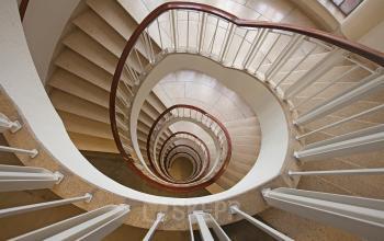 binnenzijde kantoorgebouw trappenhuis louis couperusplein