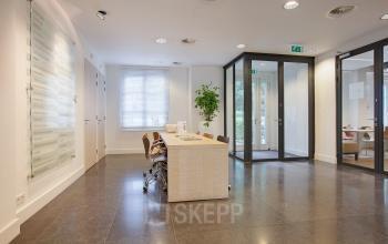 Den Haag Koninginnegracht kantoorpand met gedeelde receptie
