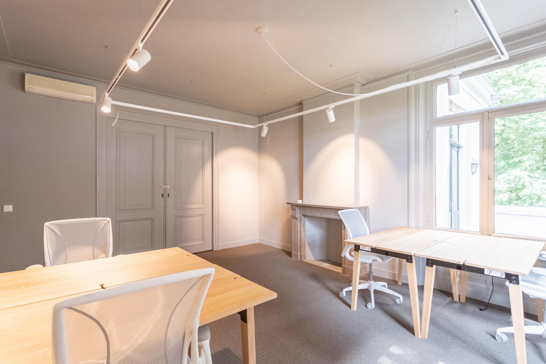 Hoofdstraat Driebergen Rijsenburg Zeist Utrechtse heuvelrug landgoed villa kantoorvilla kantoorkamers kantoorruimte flexplekken werkplekken buiten natuur netjes groot ruim licht keuken vergaderen