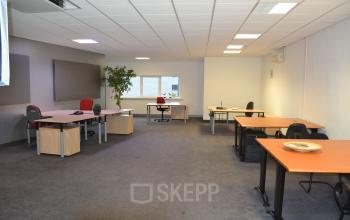 ingerichte kantoorruimte te huur duiven stenograaf vloerbedekking