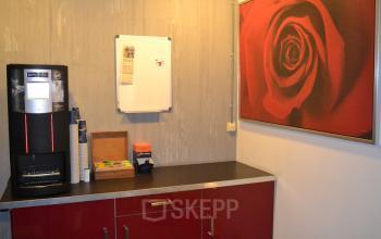 koffie thee kast schilderij koffiecorner kantoorruimte duiven stenograaf