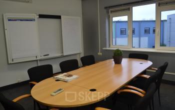 vergaderzaal presentatiemogelijkheden raam uitzicht duiven stenograaf kantoorgebouw