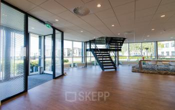 Spacious entrance with intercom at the Marinus van Meelweg in Eindhoven