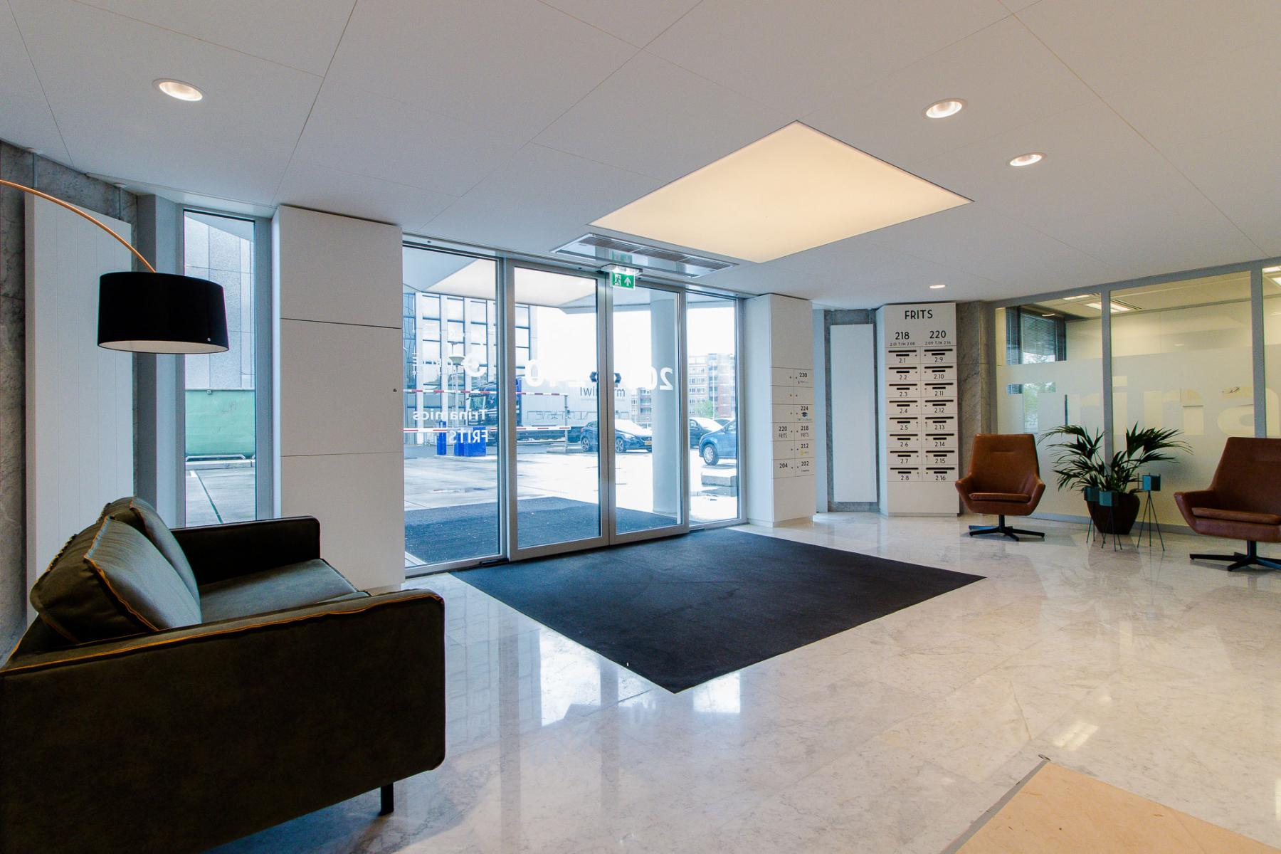 Modern, light and specious entrance Eindhoven
