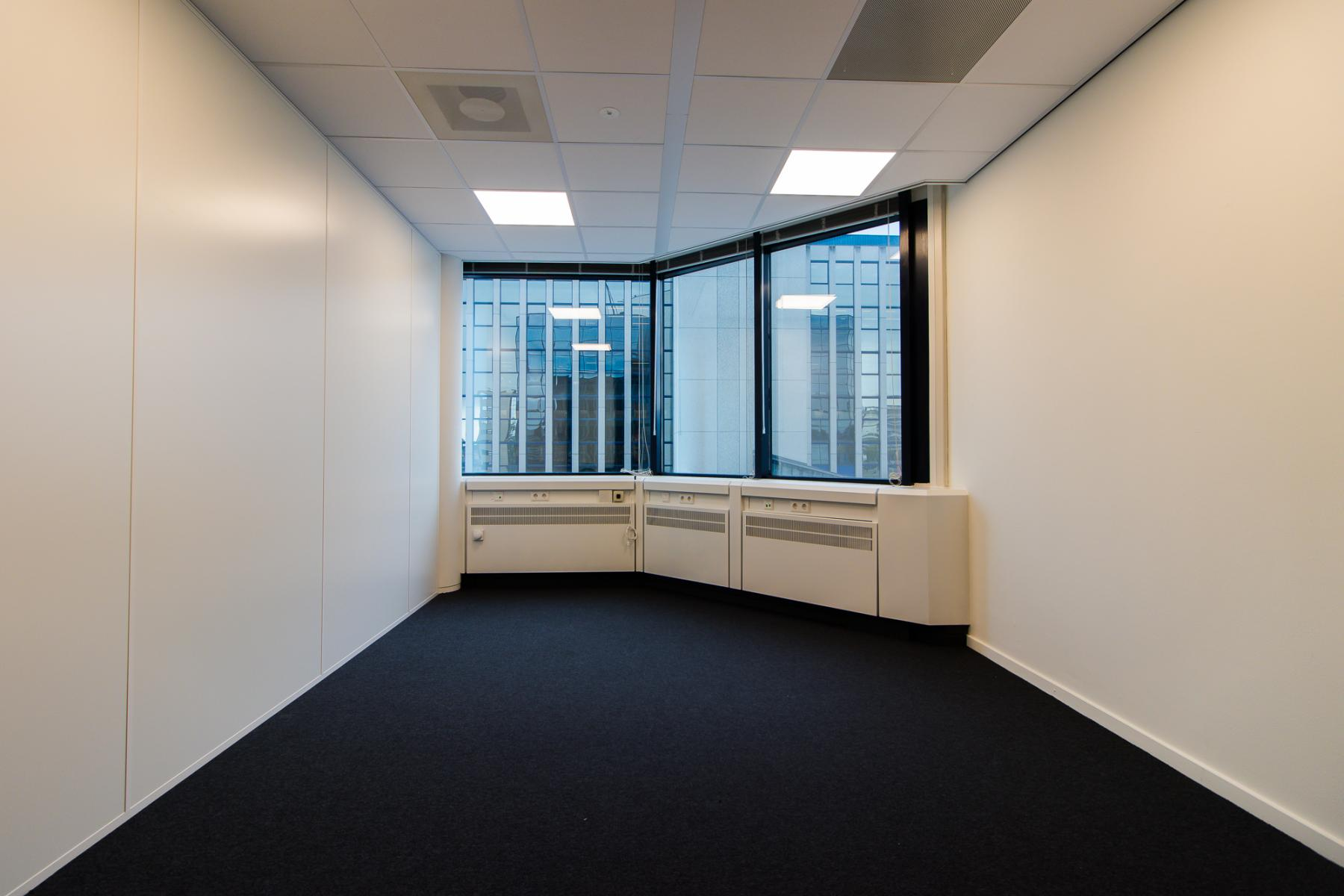 Office spaces with furnished option