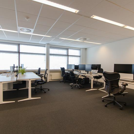Modern office spaces with top cooling and fiberglass