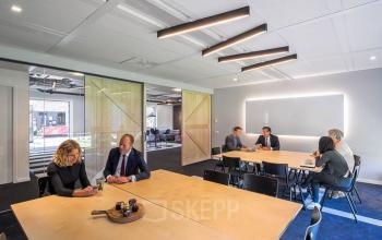 kantoorruimte personen tafels stoelen eindhoven