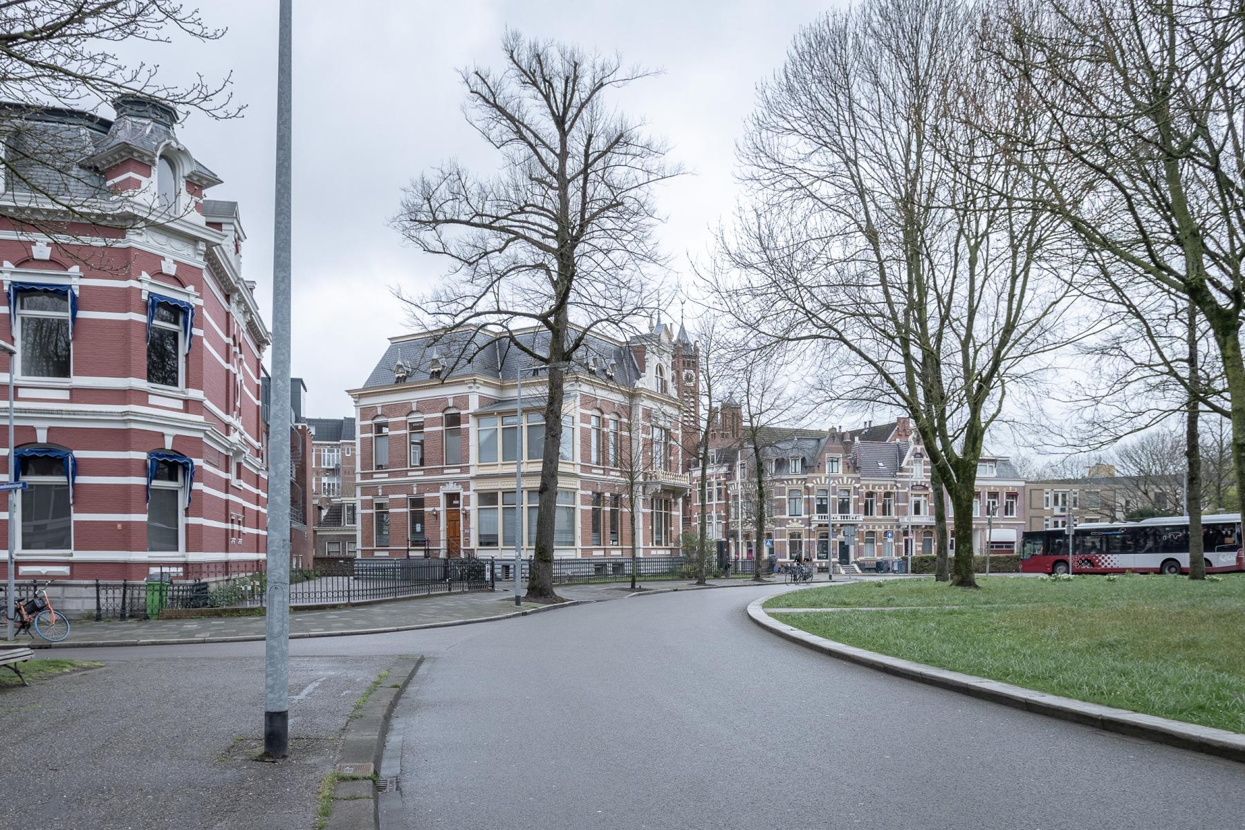 Buitenkant Groningen Emmaplein mooi uitzicht goed bereikbaar parkeerplek aanwezig