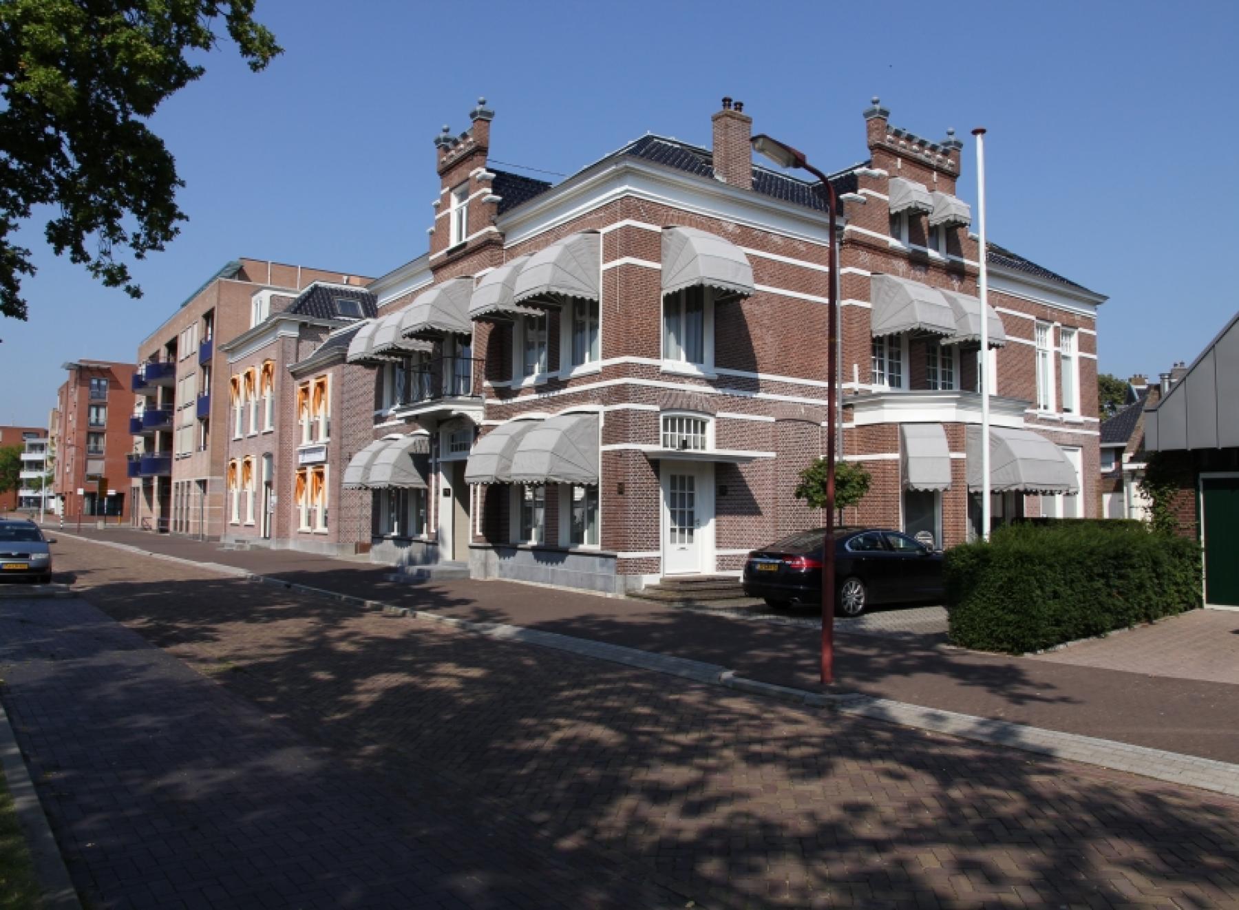 Buitenzijde huren kantoorgebouw Heerenveen zijaanzicht