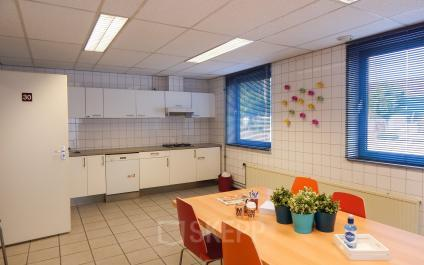 canteen pantry small kitchen tabel and coloured chairs