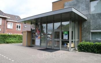 kantoorpand ingang kantoorgebouw SKEPP Hengevelde
