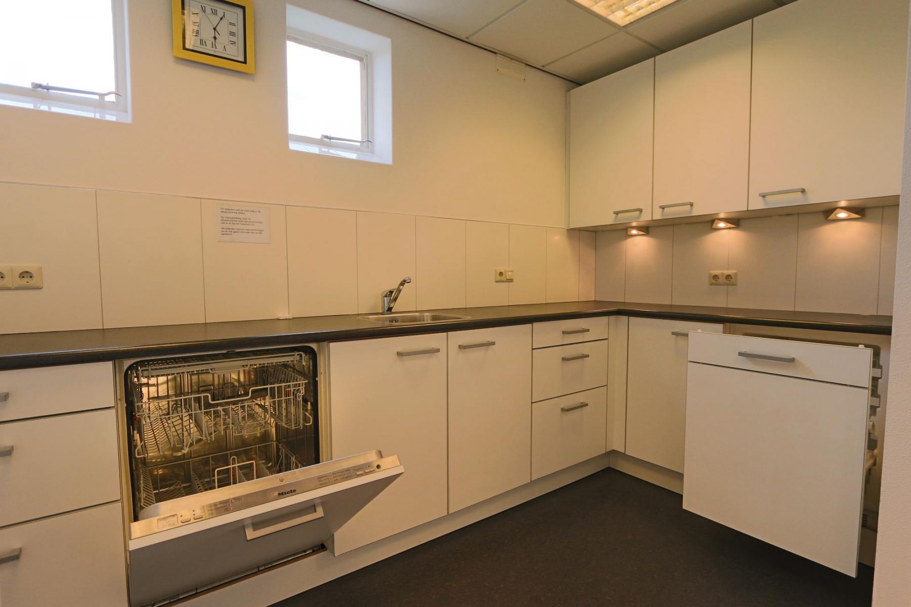 pantry keuken lunchruimte Hengevelde kantoorpand