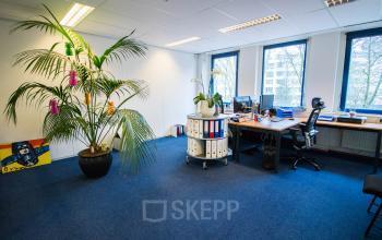 Goed belicht kantoorpand Hilversum