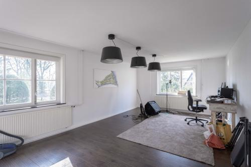 ruime lichte kantoorruimte werkplek kantoorpand Hilversum Noord bosrand