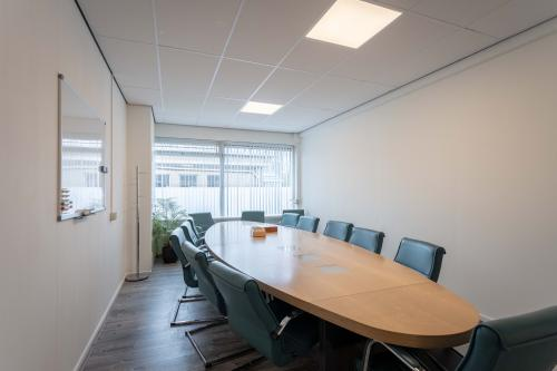 Grote vergaderruimte Hilversum kantoorgebouw kantoorpand