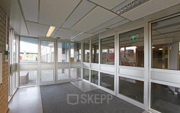 windows office space rent doors