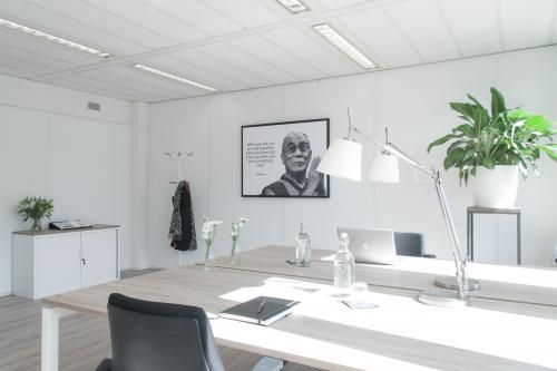 huizermaat weg huizen het gooi centrum gratis parkeren lege ruimtes kantoorkamers kantoorruimte gemeubileerd vergaderen evenement