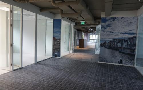 De gangen in het kantoorpand