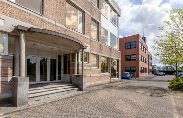 entrance office building status leiden stairs