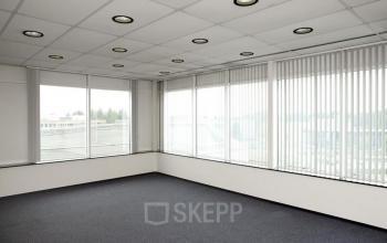 kantoorruimte in te richten ramen vloerbedekking ramen spotjes gooimeer naarden