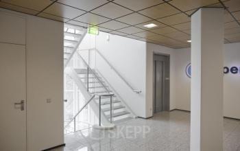 kantoorgebouw gooimeer naarden trappenhuis lift
