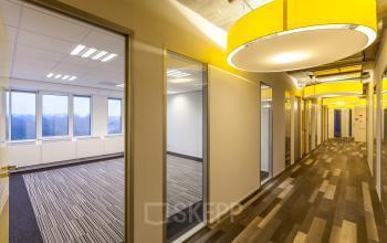 kantoorkamer vanaf 19 m2 huren in nieuwegein hal lampen vloerbedekking ramen uitzicht kantoor