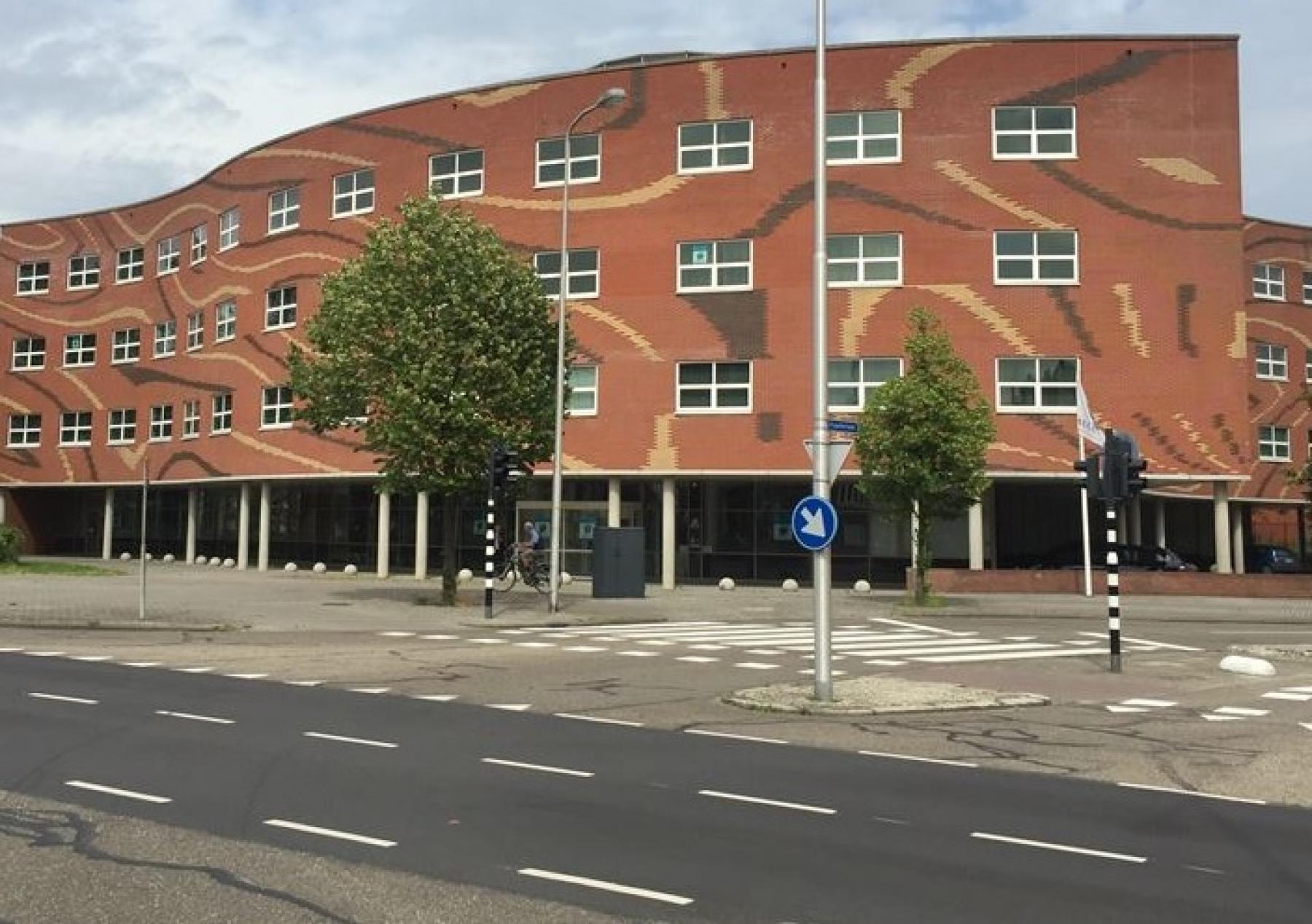 kantoorpand kantoorgebouw ramen Roermond Kapellerpoort