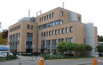 kantoorgebouw roosendaal buitenzijde parkeerruimte