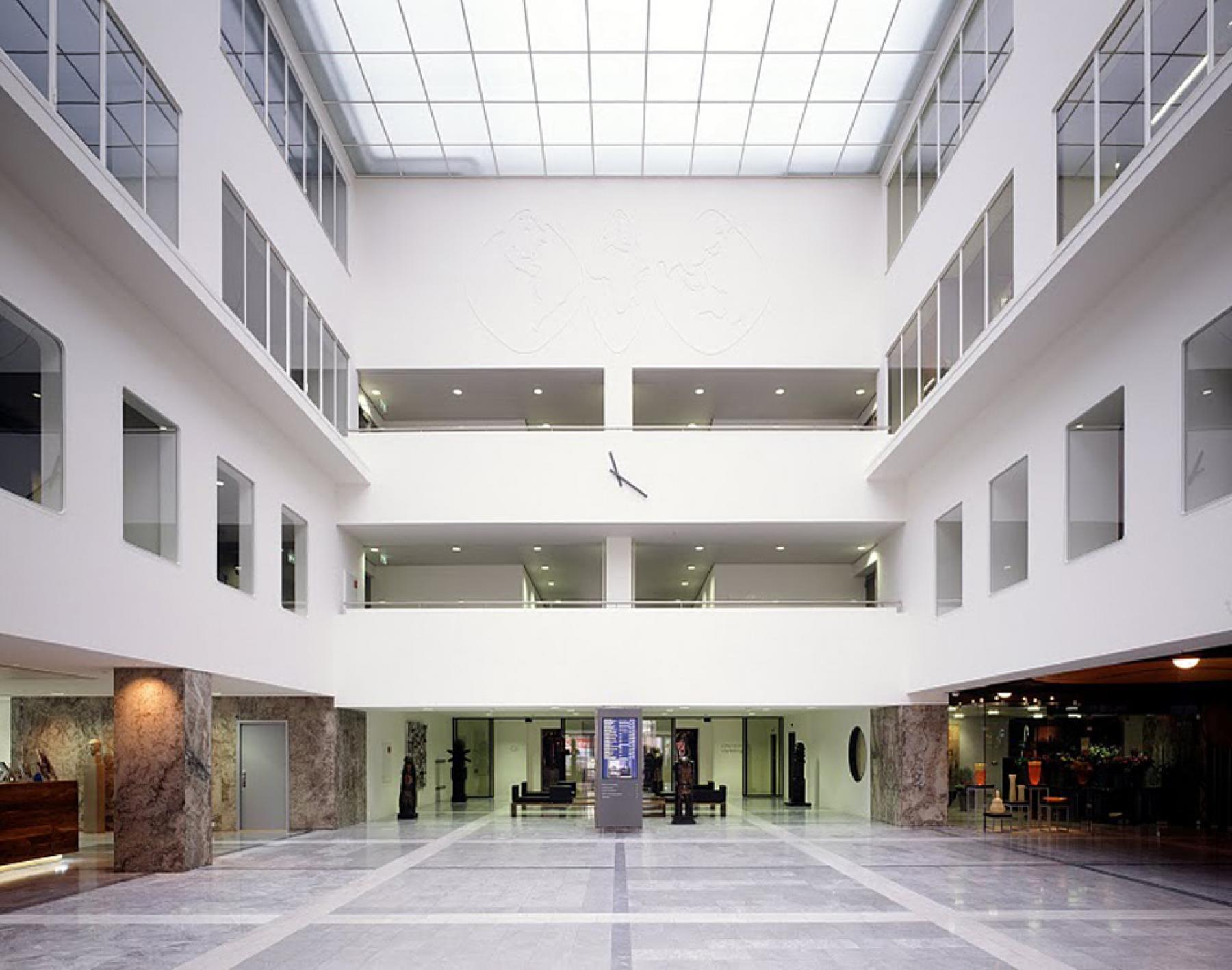 algemene ruimte entree ingang begane grond verdiepingen kantoorgebouw beursplein rotterdam