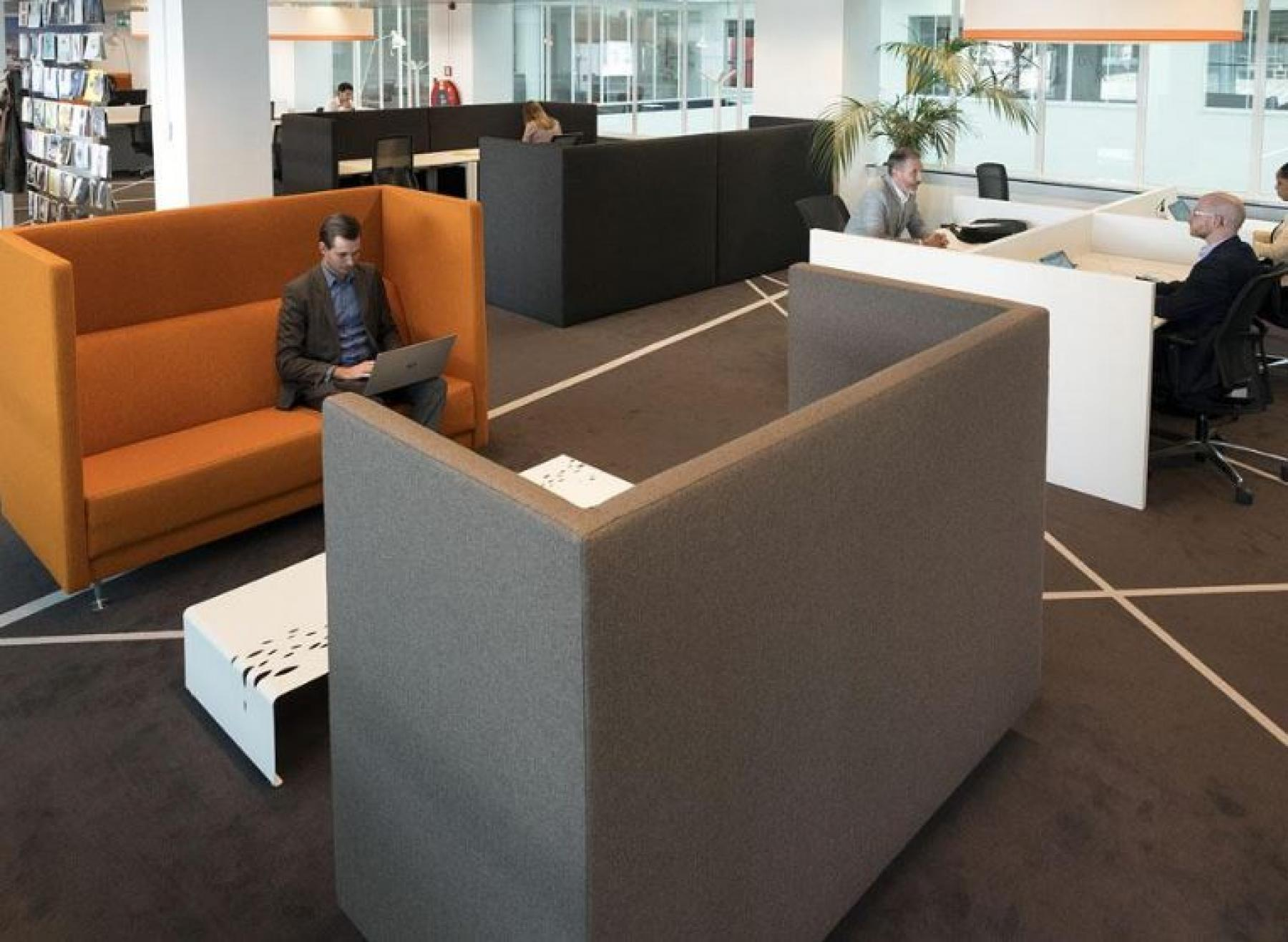 flexwerkplekken lounge rotterdam kantoorpand beursplein