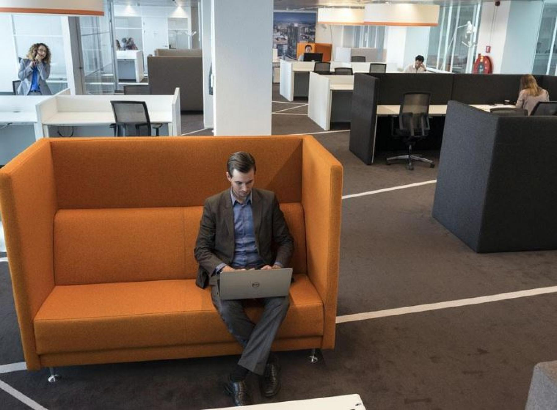 loungebank persoon kantoor rotterdam beursplein flexwerken