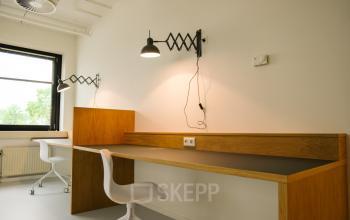 flexibele werkplek tafel stoel lamp huren rotterdam alexander dichtbij station SKEPP
